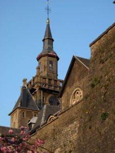Interpellation du groupe Ecolo à l'attention de Monsieur André Balon, Echevin des Travaux relative aux chutes de pierres du mur d'enceinte de Saint-Donat
